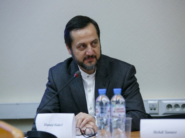 "Hamid Hadavi, president of Islamic Culture Research Foundation, delivers a speech at the ""Revolution and Evolution in Islamic Thought and History"" conference on 5 October in the RAS Institute of Philosophy"